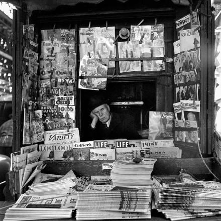 Y un buen día la gente, cansada de leer desastres dejó de ir a aquel pequeño kiosco de prensa de la esquina y entonces él...se durmió.